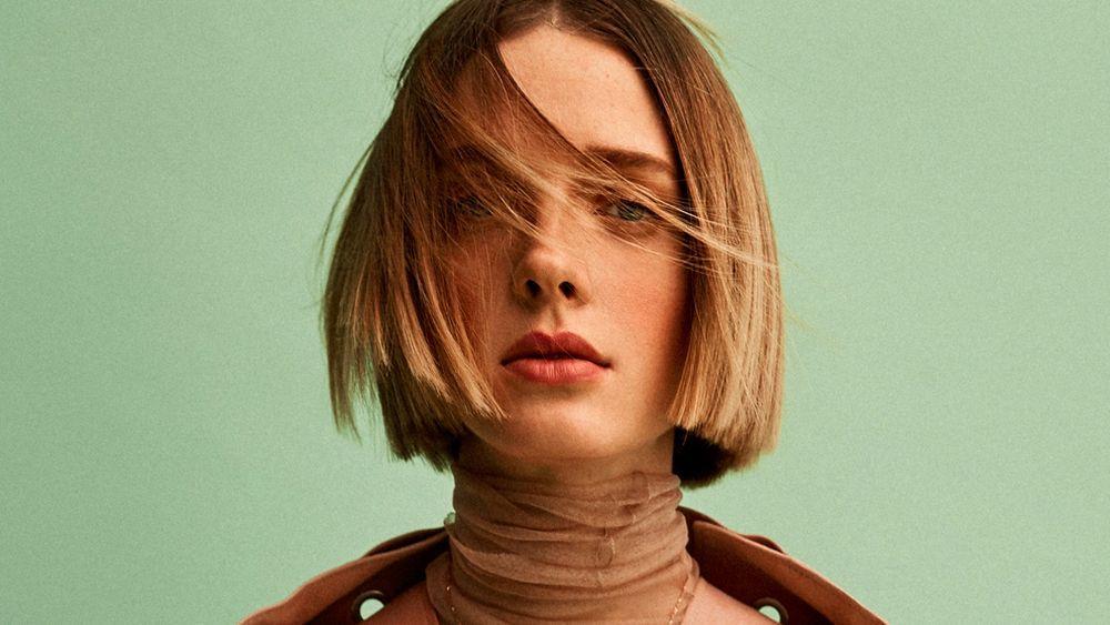 Un corte de pelo sólido y sin muchas capas es importante a la hora de mantener la densidad del pelo fino.