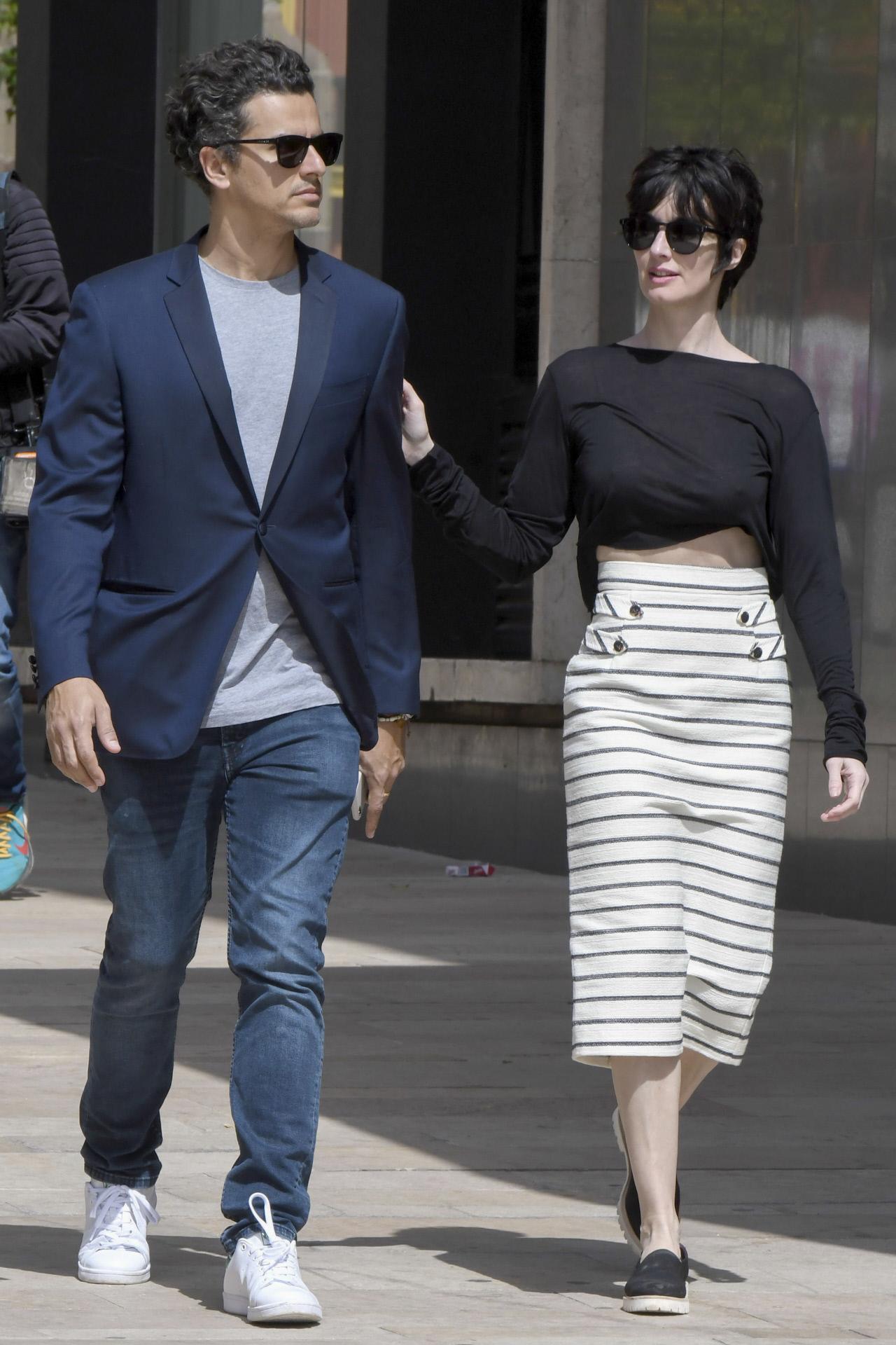 La actriz Paz Vega y su marido Orson Salazar por las calles de Málaga.