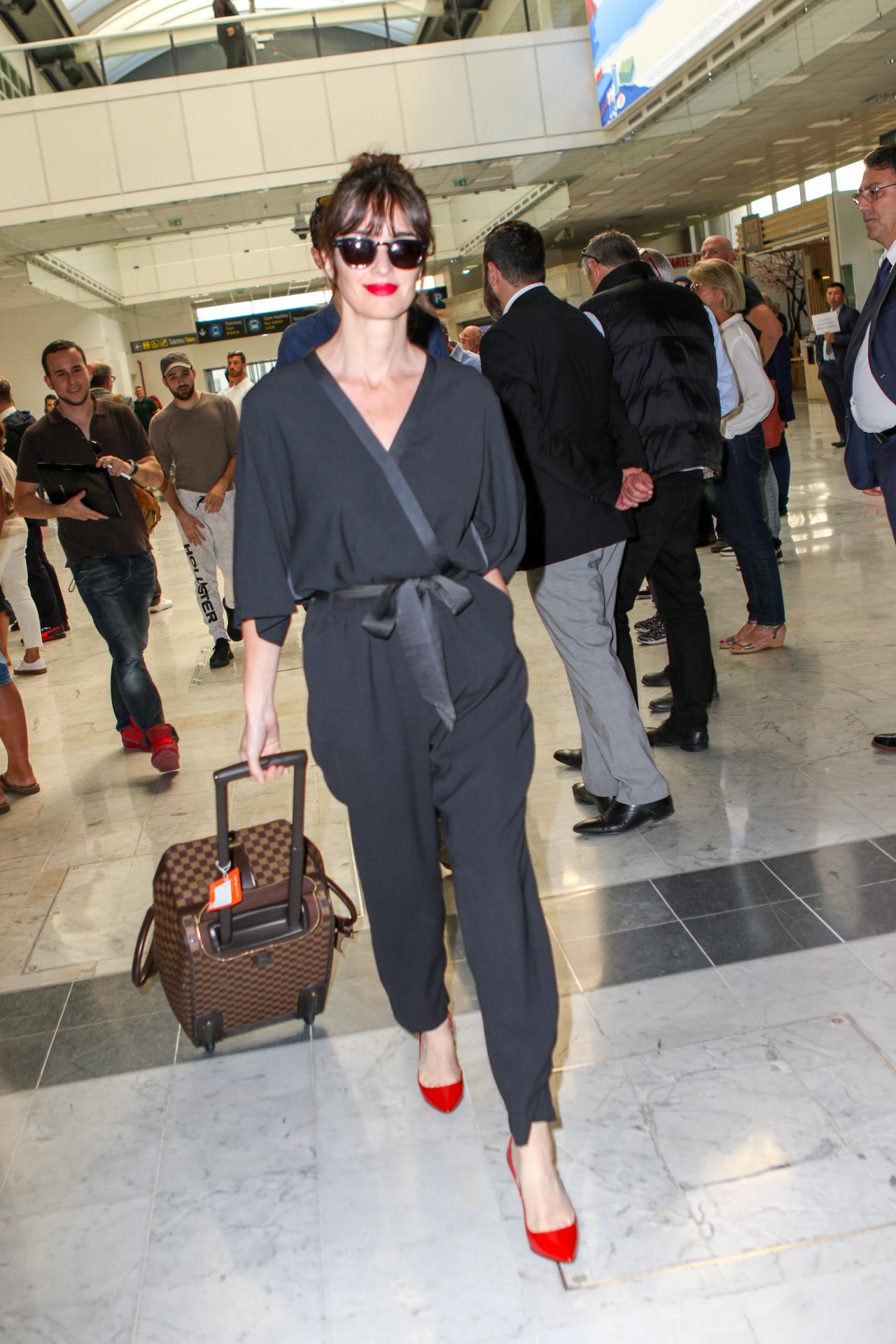La actriz Paz Vega con un jumpsuit cruzado.