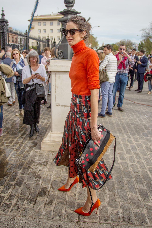 Inés Domecq con falda midi estampada.