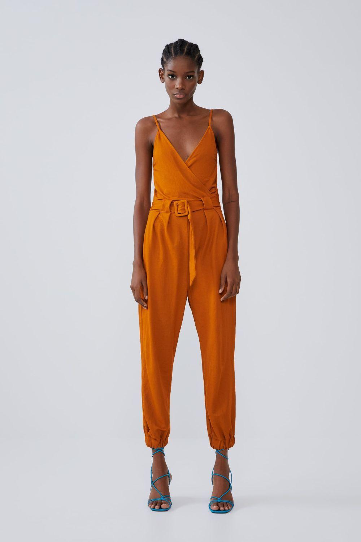 Mono cruzado, color naranja, de Zara