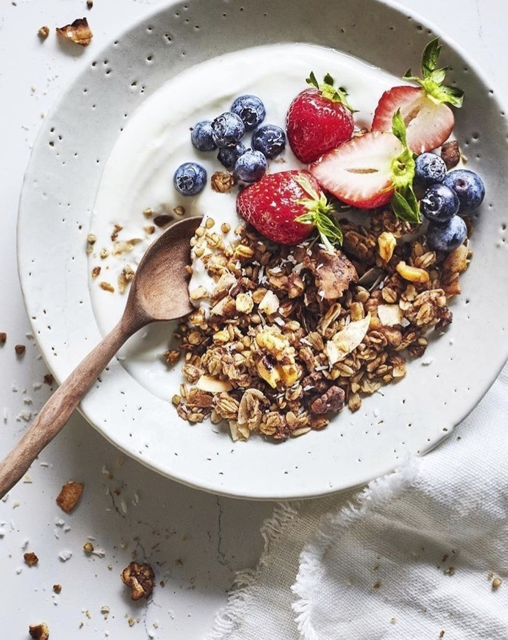 Son saludables cereales como  los copos de espelta, cebada, avena, amaranto, quinoa, etc. al natural o también hinchados