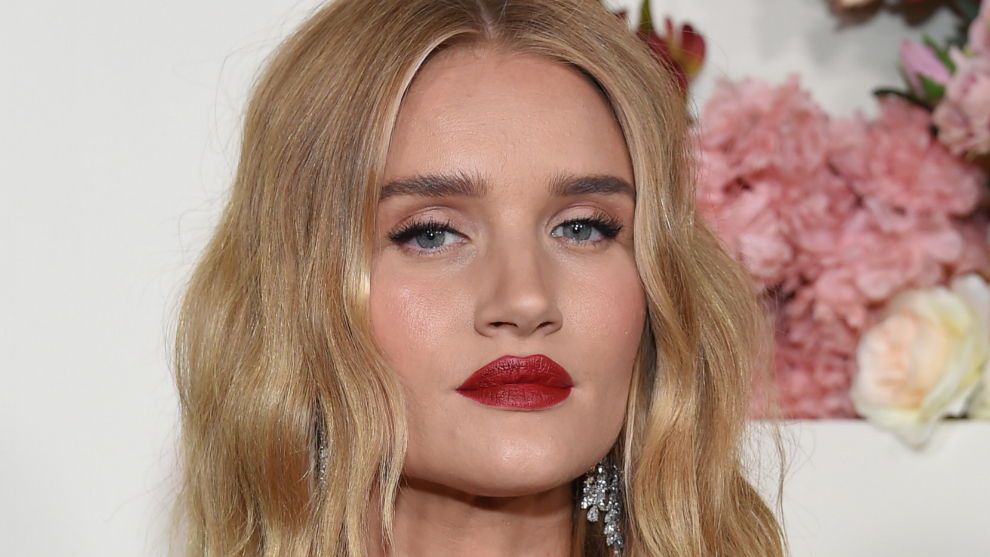 Rosie Huntington Whiteley con una piel impecable y un maquillaje...