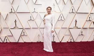 Renée Zellweger, ganadora del Oscar a la mejor actriz, a la llegada...