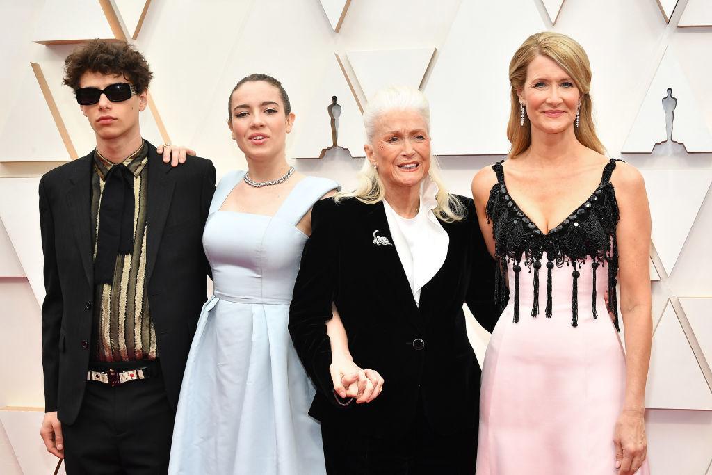 Laura Dern junto a sus hijos, Ellery Harper y Jaya Harper, y su madre, la también actriz Diane Ladd.