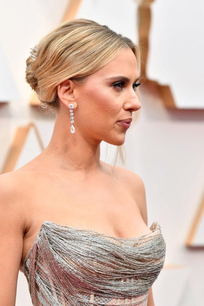 Scarlett Johansson con los pendientes de  Forevermark valorados en más de dos millones de dólares.
