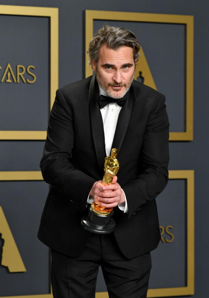 Joaquin Phoenix agradeciendo su Oscar.