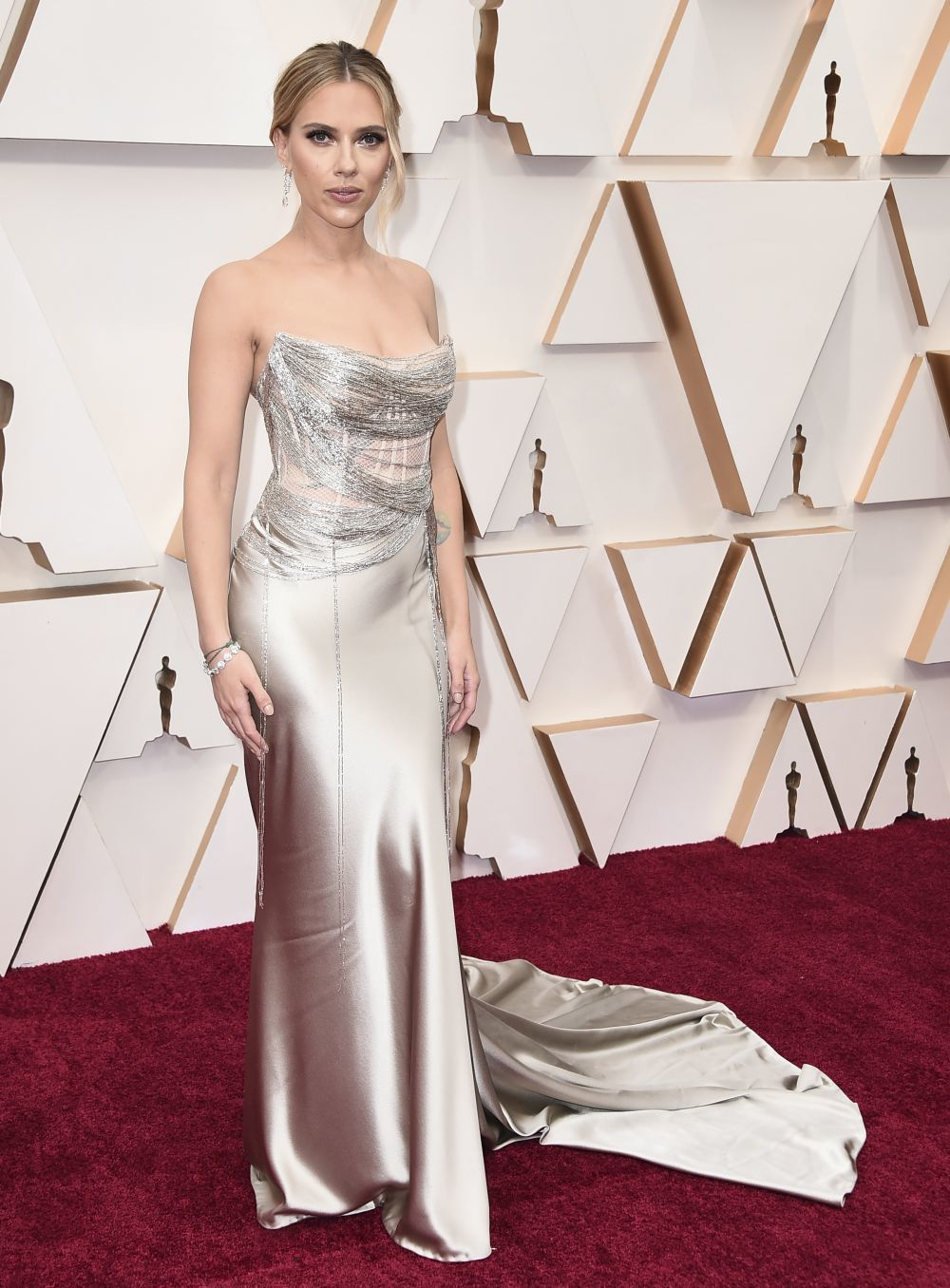 Scarlett Johanson de Oscar de la Renta en lo que ha sido su retroceso estilístico
