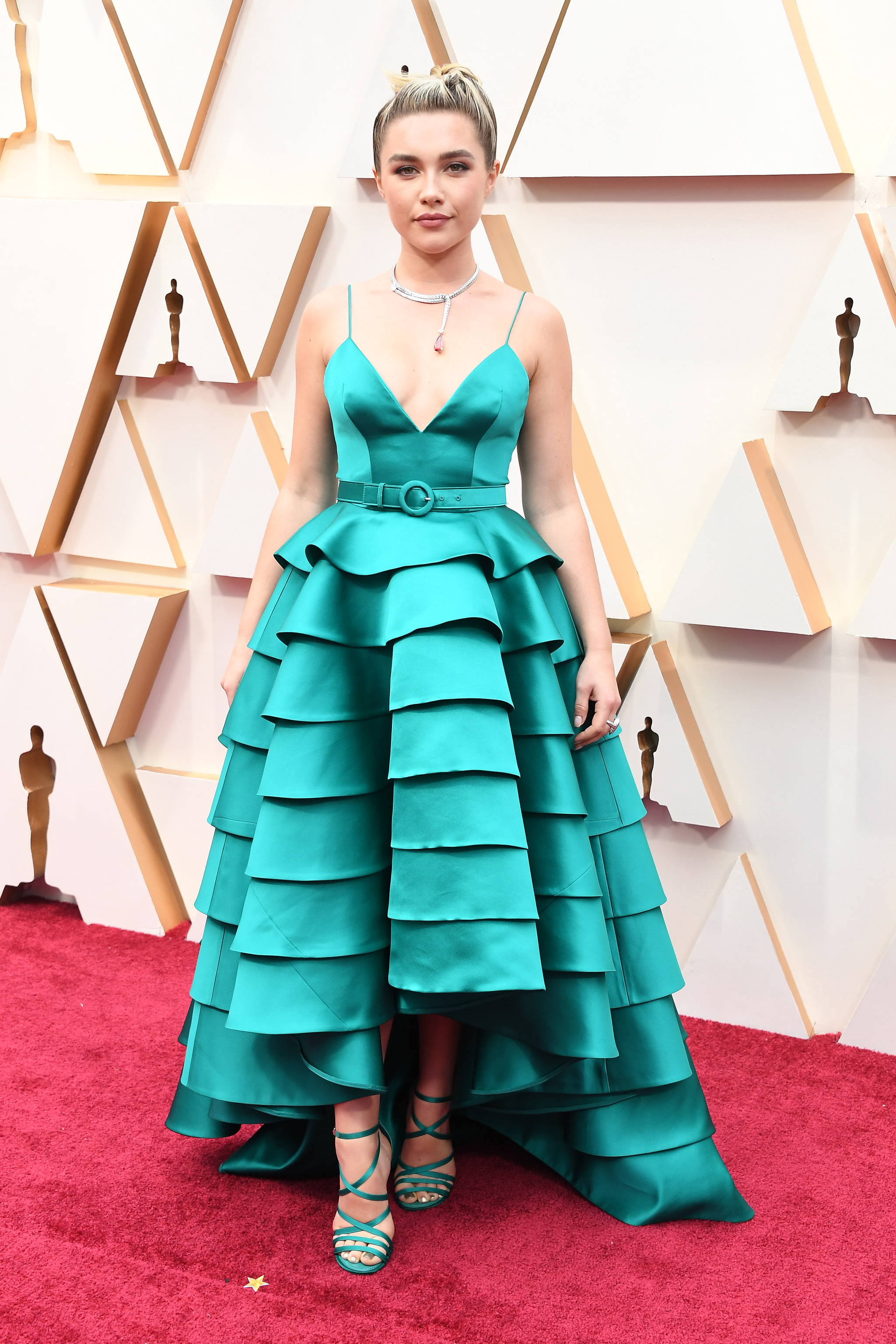 Florece Pugh con el amplio vestido de volantes de Louis Vuitton