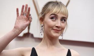 Saoirse Ronan en la alfombra roja de los Premios Oscar 2020.