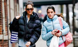 La actriz Katie Holmes y su hija Suri Cruise en Nueva York.