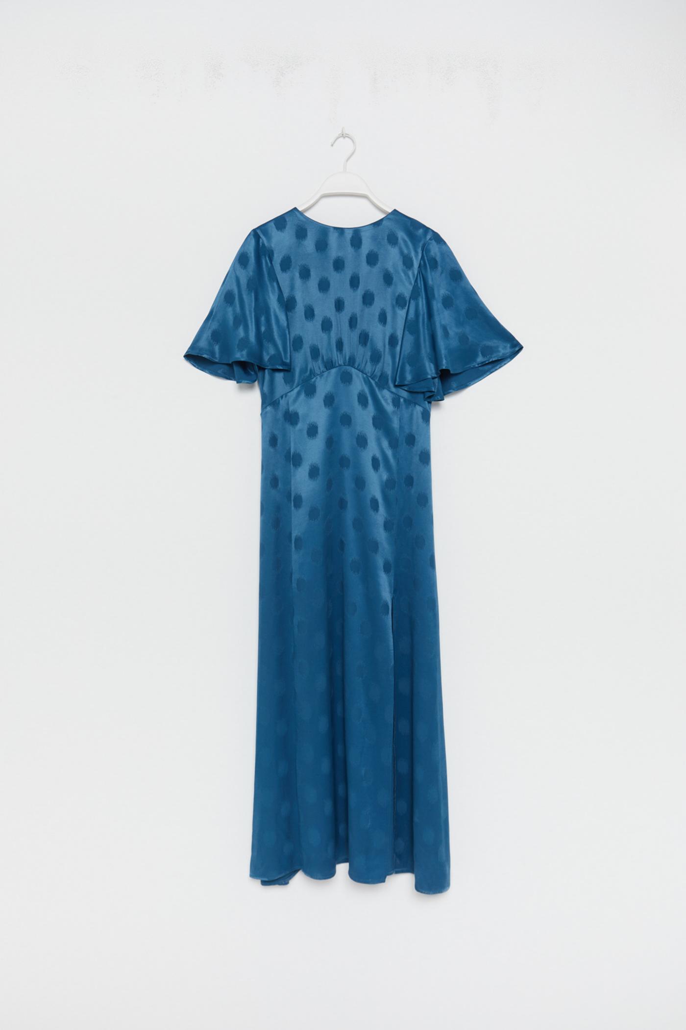 Vestido satinado en jacquard con print de lunares de Sfera (49,99¤)