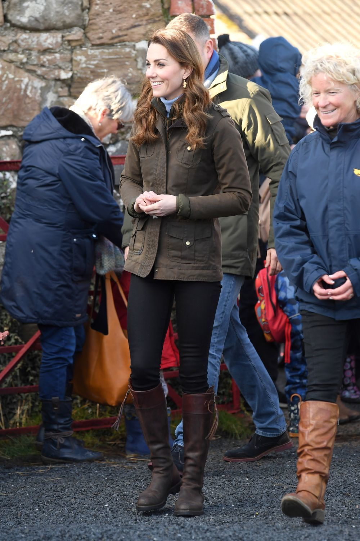 La duquesa de Cambridge con botas altas.