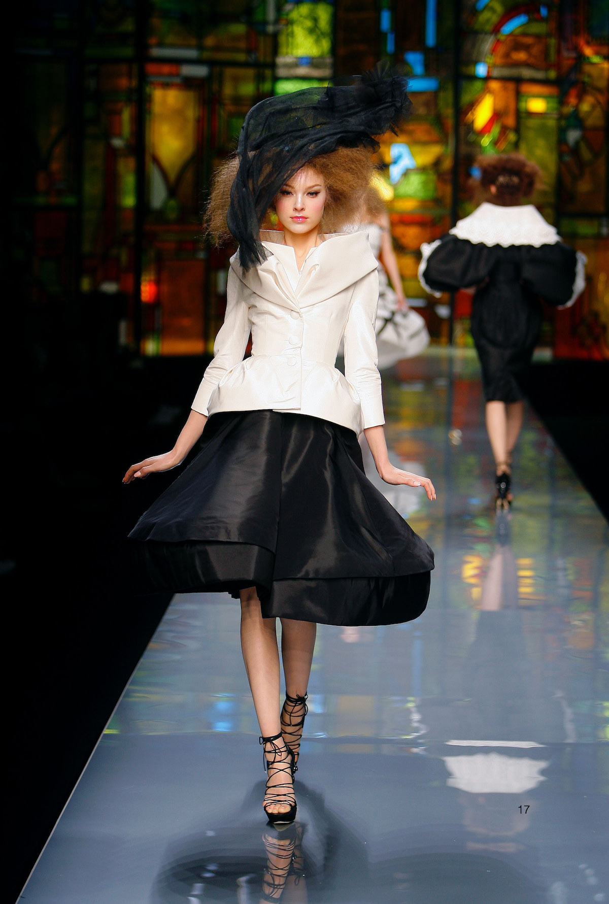 Colección Alta Costura del verano  2009,   de Christian Dior por John Galliano. © Guy Marineau