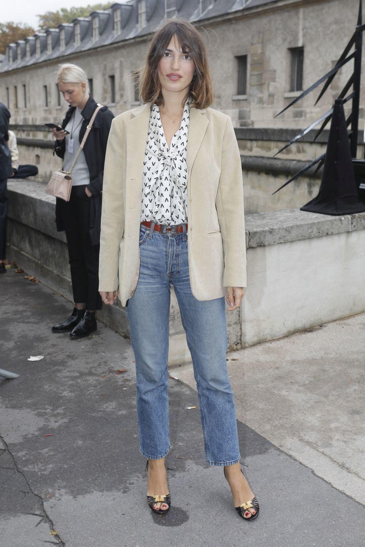 Así lleva Jeanne Damas los jeans rectos.