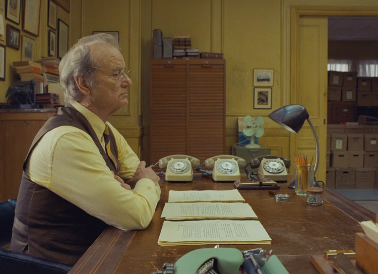 """Bill Murray es el director del periódico """"The French Dispatch"""", que da nombre también a la película."""