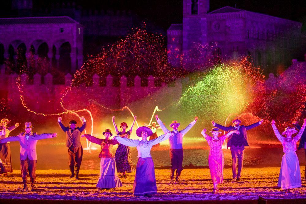 Los efectos especiales, de luz y sonido (y fuegos artificiales), son uno de los grandes atractivos de Puy du Fou España.