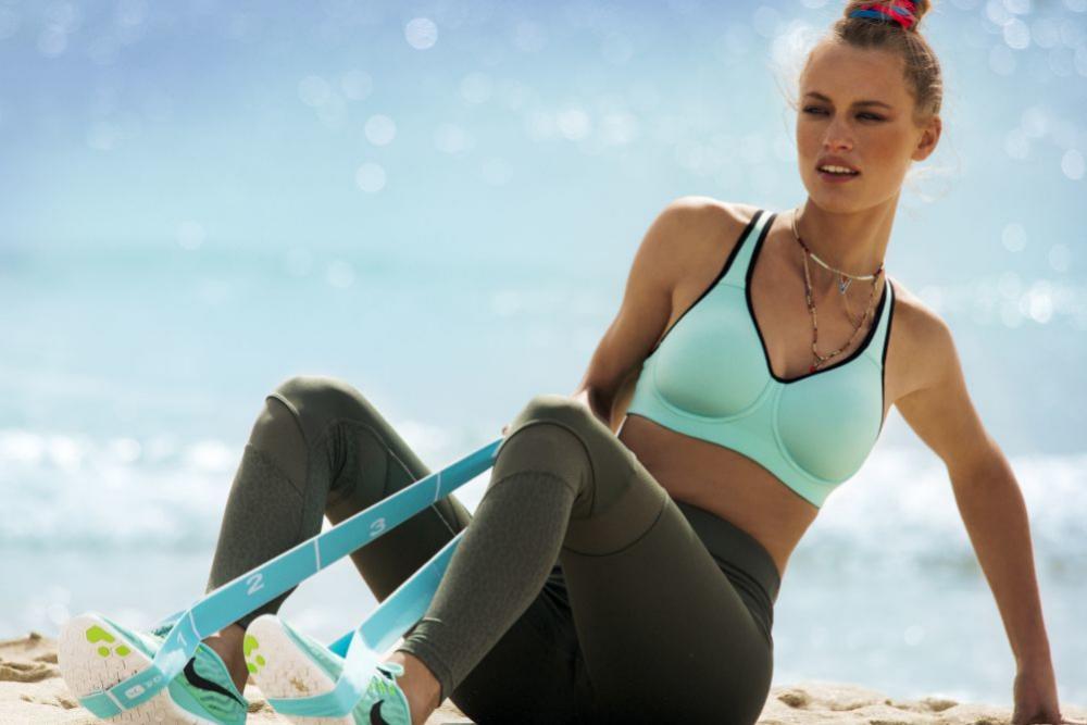 El sujetador deportivo es una prenda básica en el armario de cualquier mujer activa.