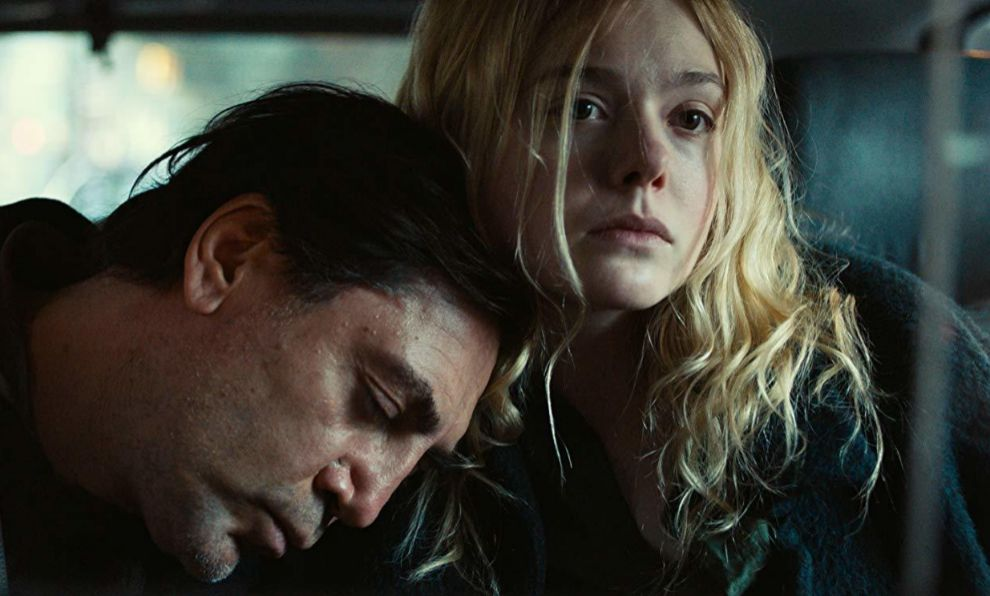Javier Bardem y Elle Fanning en The roads not taken