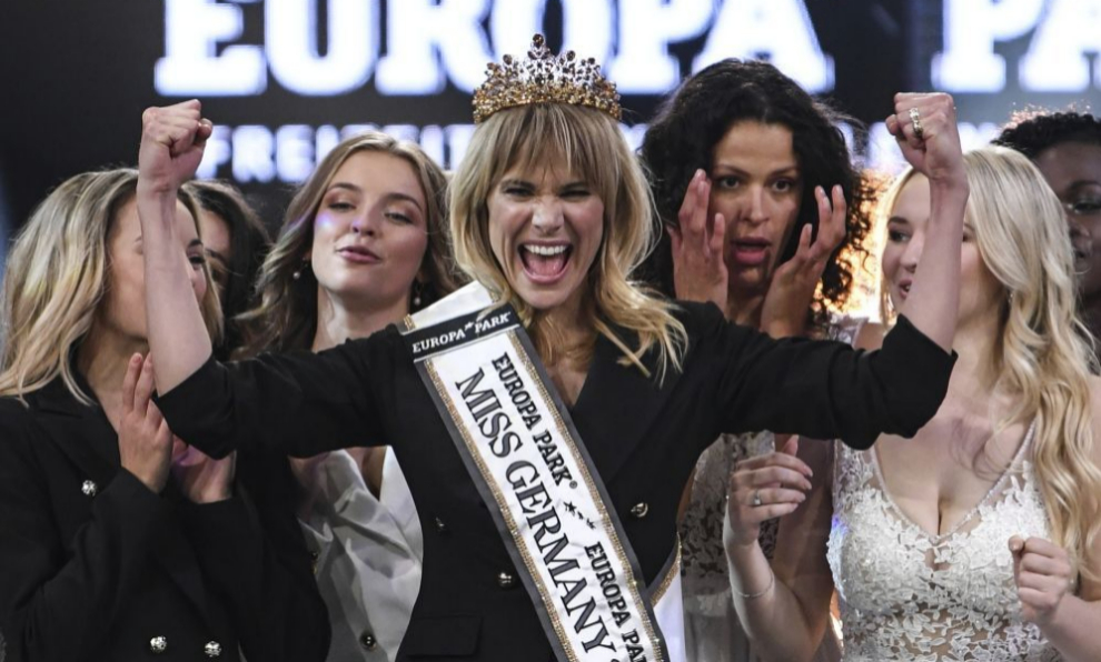 Leonie von Hase celebra el título de Miss Alemania.