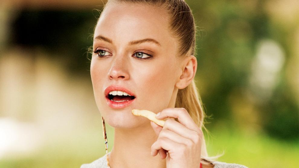 El consumo excesivo de sal desencadena problemas de hipertensión y...