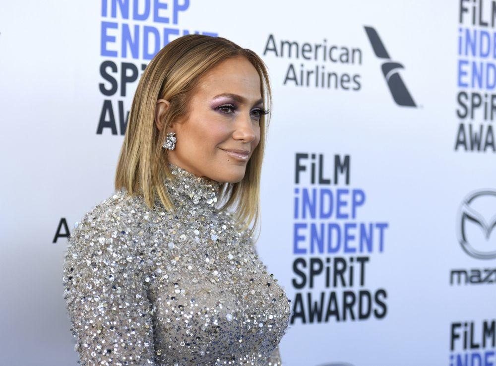 Las mechas cálidas de los 90 pero en versión renovada son la seña de identidad de la melena de Jennifer Lopez.