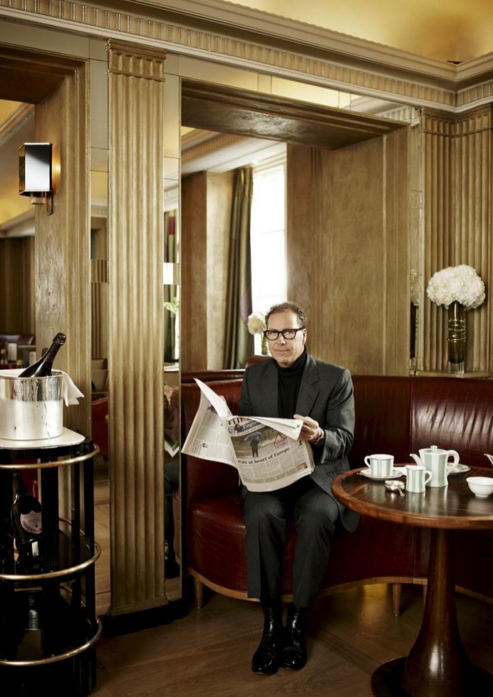 David en el mítico hotel Claridges de Londres, donde los miembros de la Familia Real británica celebran algunas de sus fiestas privadas. Linley ha decorado varias de sus suites.