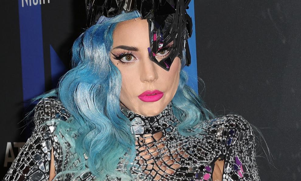 Lady Gaga con uno de los tonos rosas que más le gusta utilizar.