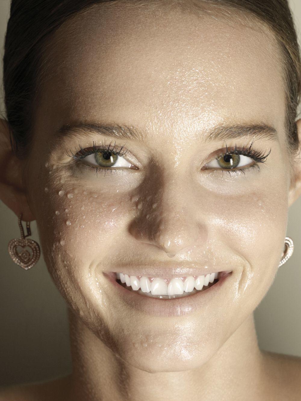 Los tónicos regulan el pH, minimizan los poros, retiran los últimos restos de suciedad ayudando a recuperar la barrera hidrolipídica y ayudando a calmarla, a reforzarla y a preparar nuestra piel del rostro.