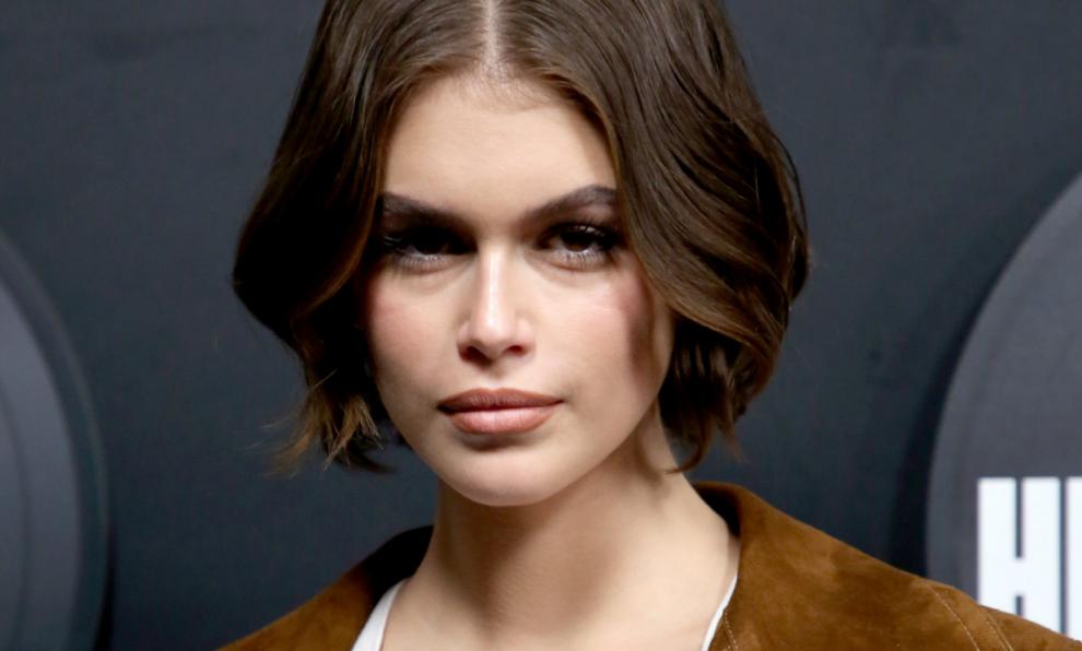Kaia Gerber luce el perfilador marrón en una de sus últimas...