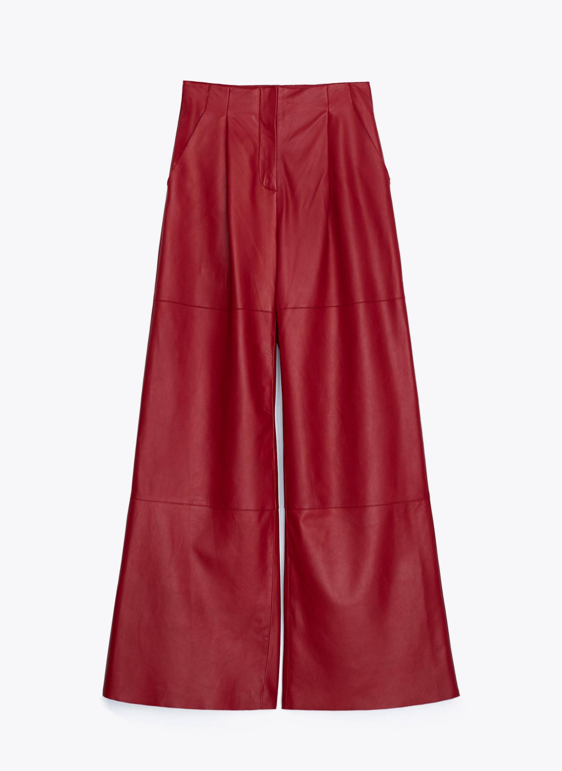 Pantalón palazzo de piel en color rojo de Uterqüe (229¤)