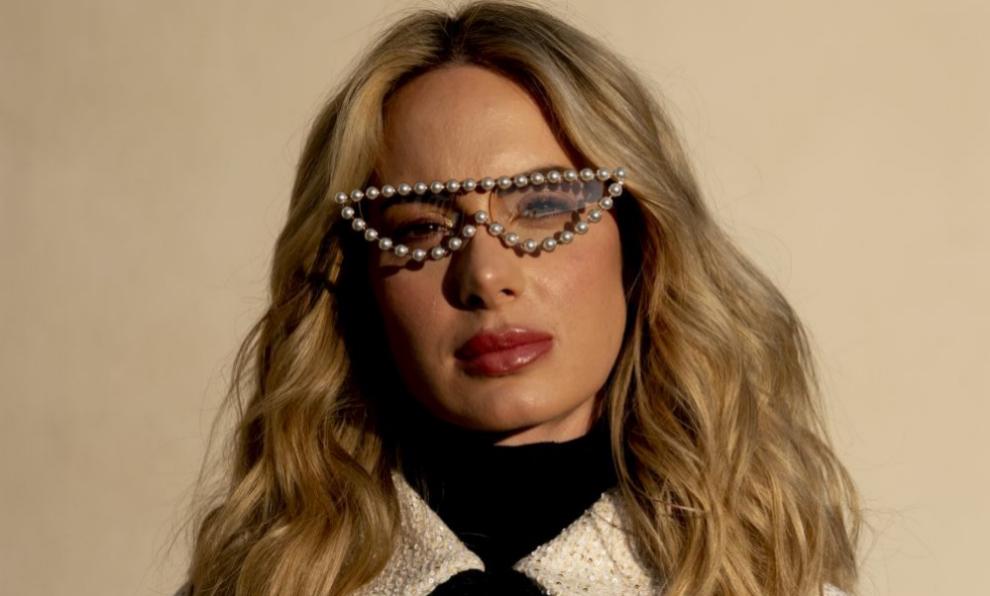 Gafas de sol con una hilera de perlas alrededor