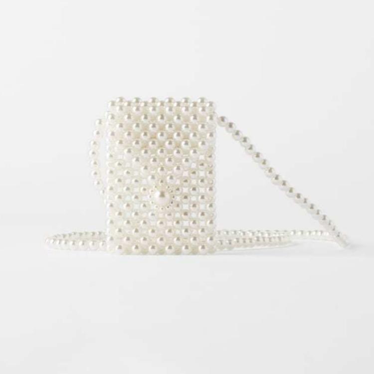 Mini bandolera de perlas (12,95 euros)
