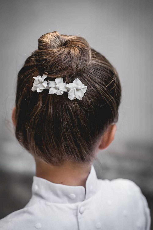 Unas flores de cerámica en pelo. Navascués.