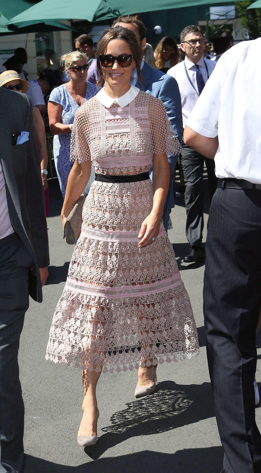 Pippa Middleton con un vestido rosa de encaje.