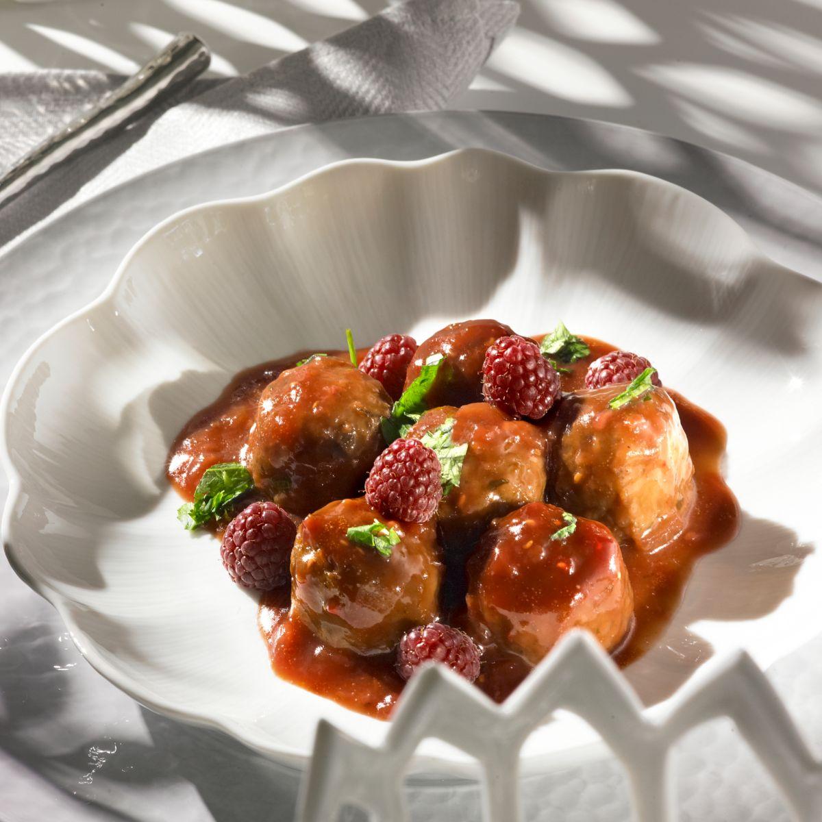 Albóndigas de pollo con salsa de frambuesas