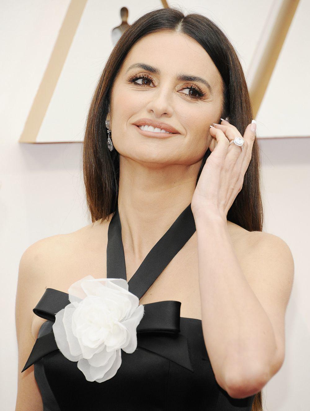 Penélope Cruz en los Oscar 2020 llevó el labial nude Coeur de Rubis de Lancôme.