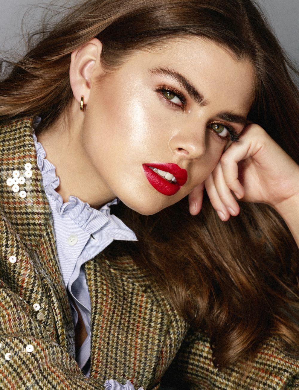 Mezcla tu base de maquillaje con un aceite adecuado para tu piel para aportarle un extra de luz.