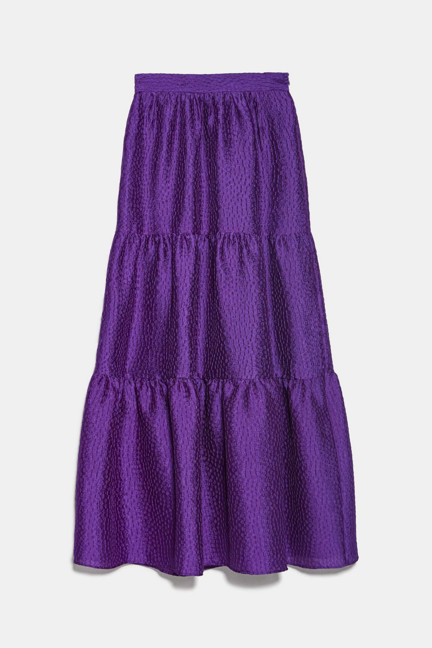 Falda midi satinada en color morado de Zara (39,95¤)