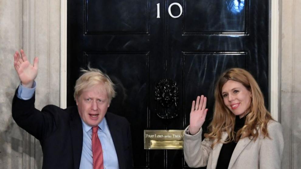 Carrie Symonds y Boris Johnson en  el número 10 de Downing Street.