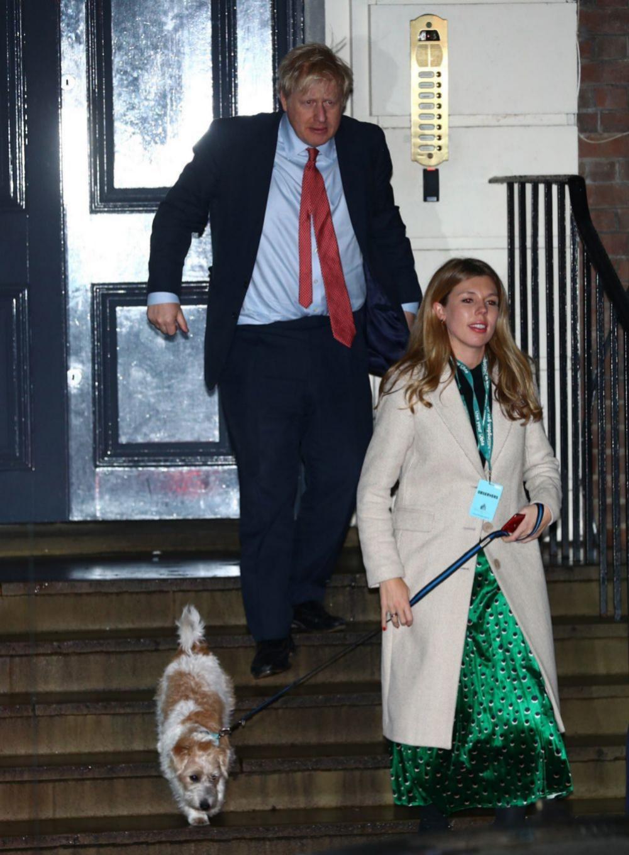 Carrie y Boris con su perro Dilyn.