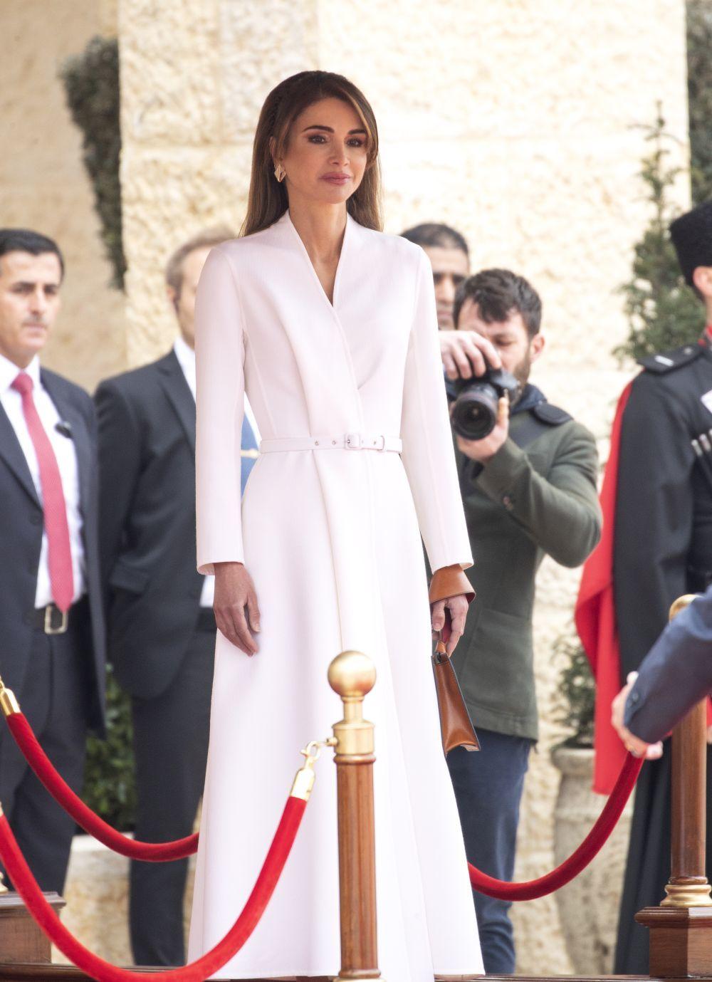 Rania de Jordania apuesta por el blanco.