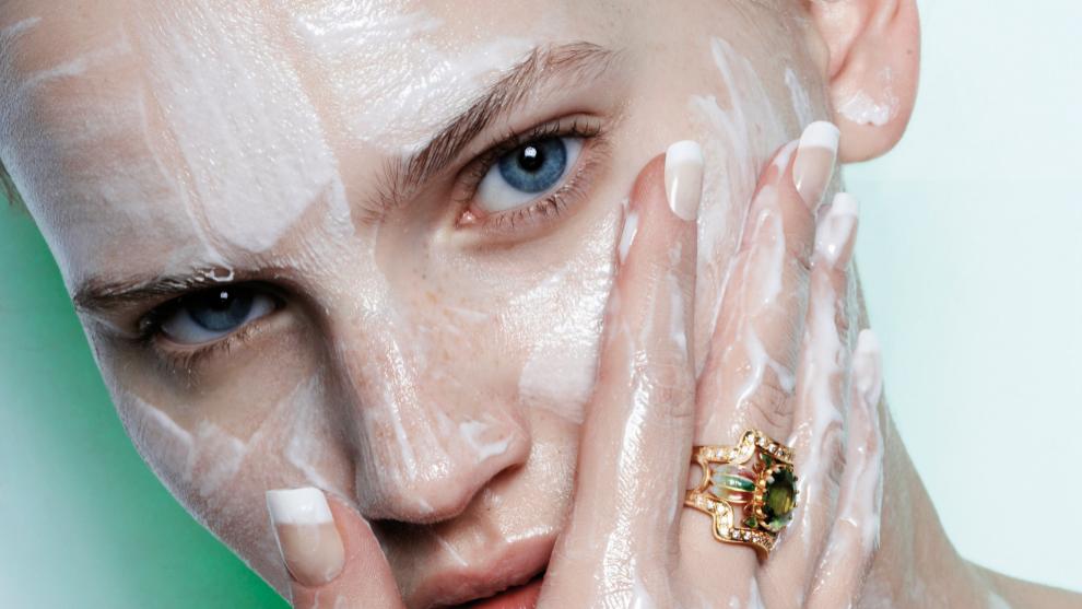 Descubre nuestras 6 recetas de exfoliantes faciales caseros y cómo...