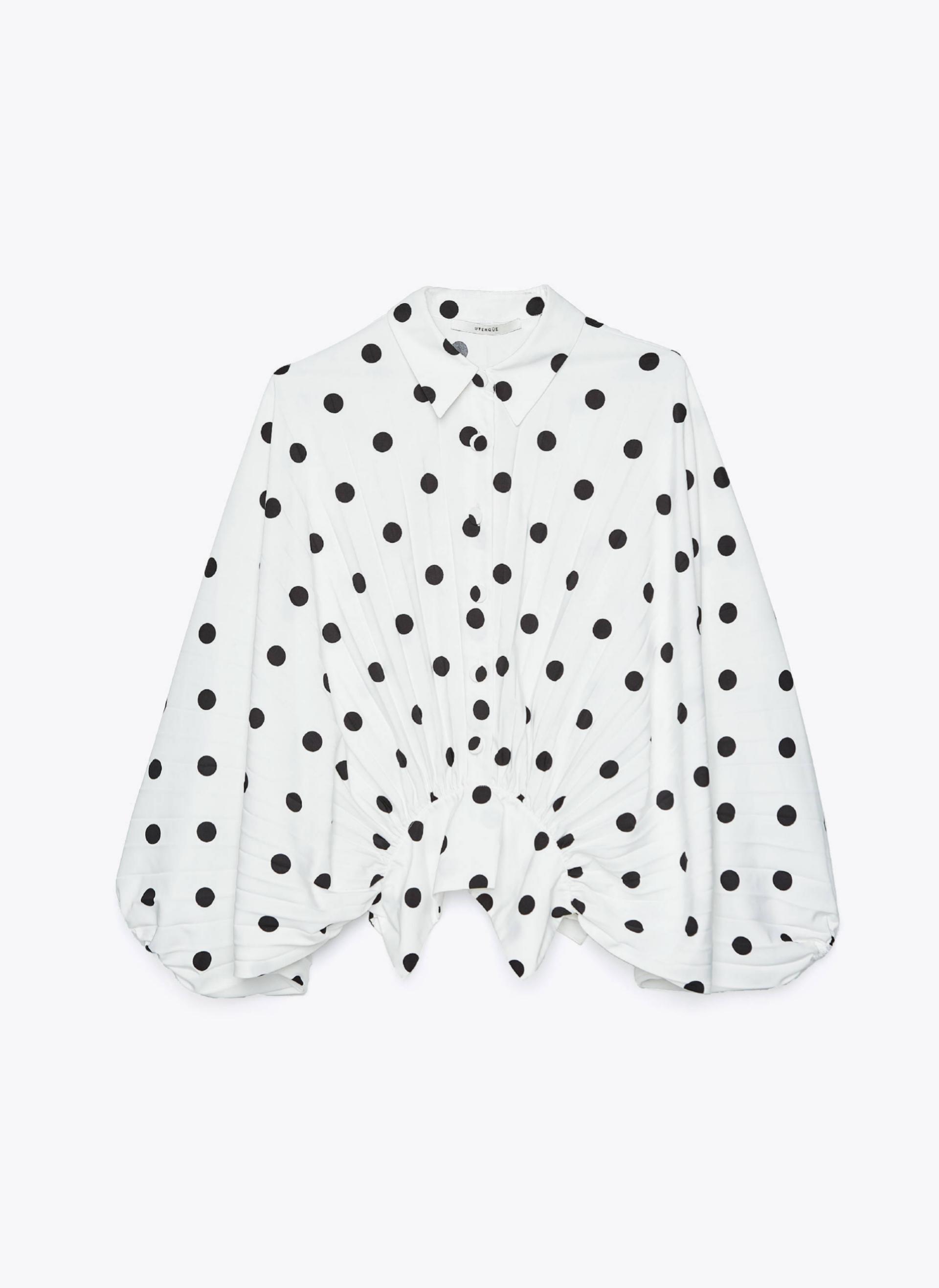 Blusa plisada de lunares de Uterqüe (79¤)
