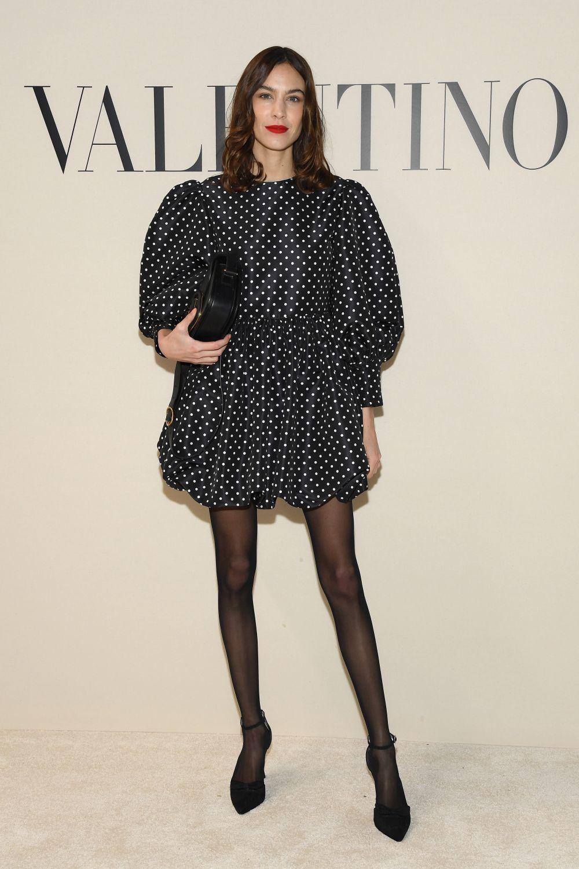 Alexa Chung con vestido de lunares de Valentino.