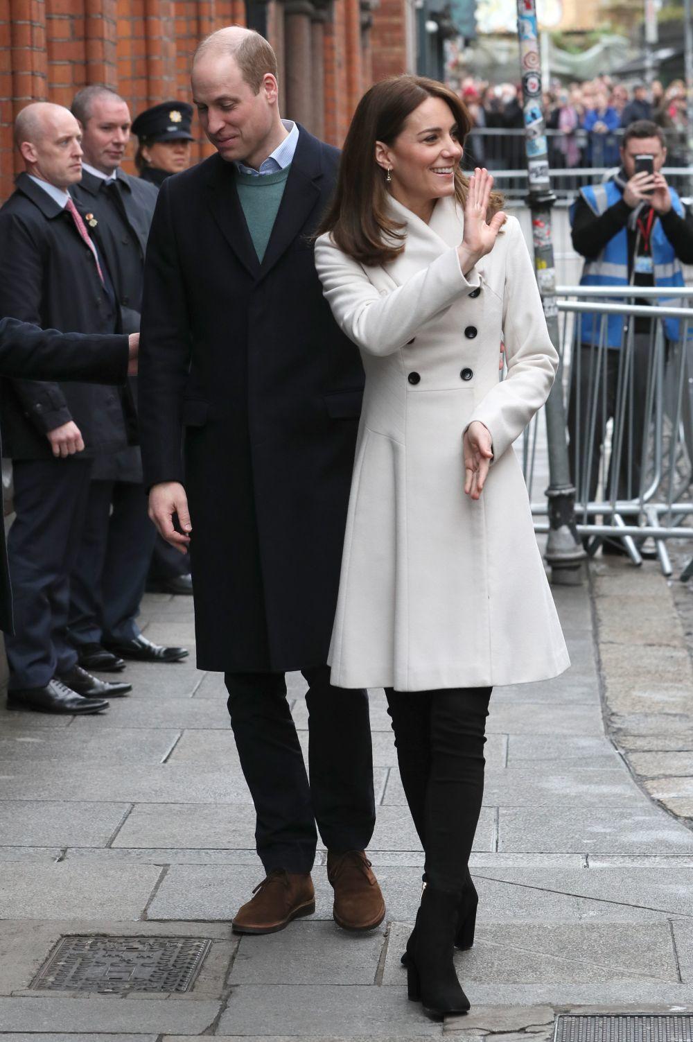 Kate Middleton con un abrigo de Reiss.