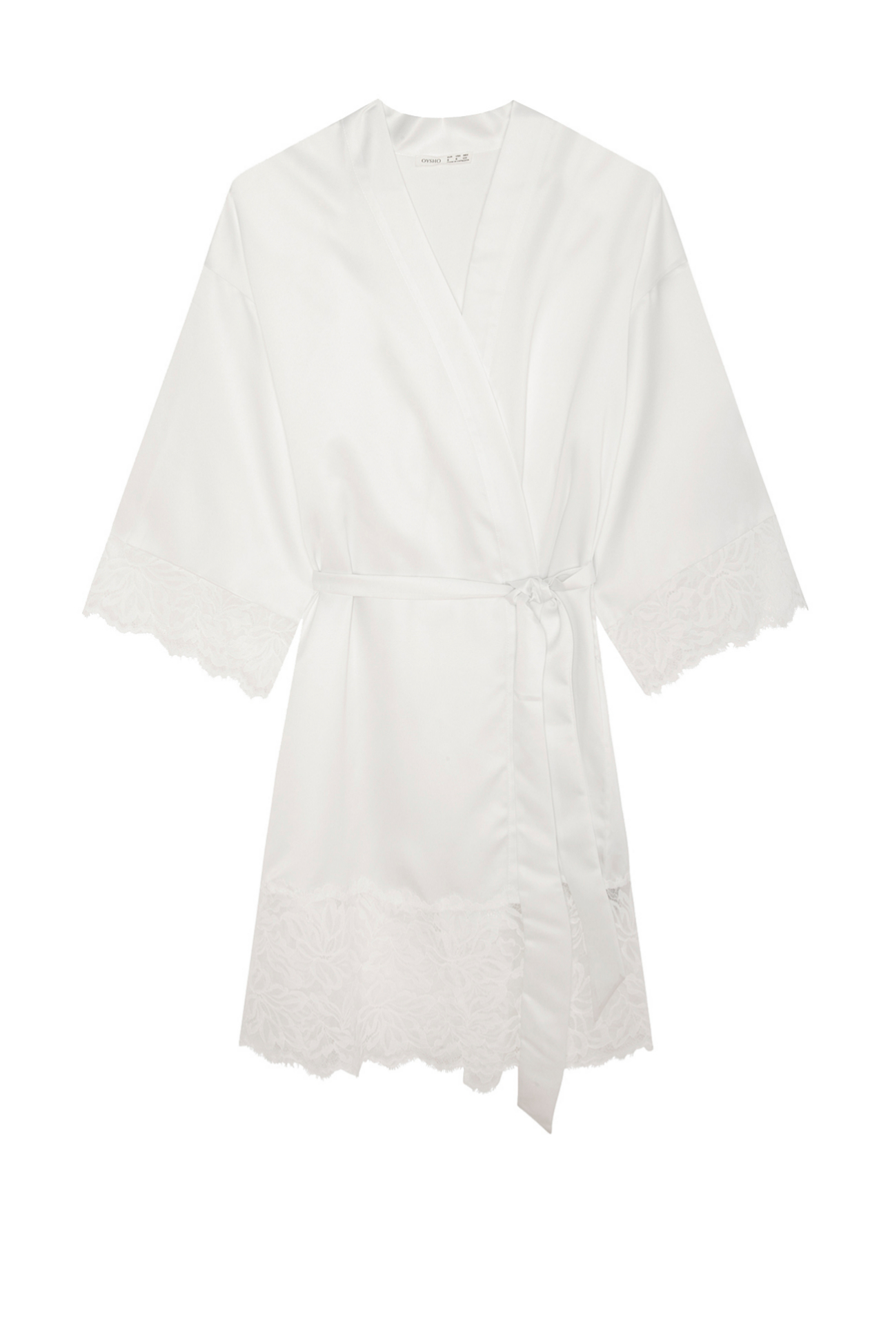 Bata en color blanco con bordados de Oysho (35,99¤)