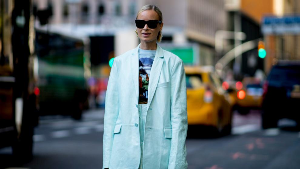 Thora Valdimars con blazer y una camiseta original de las que nos...