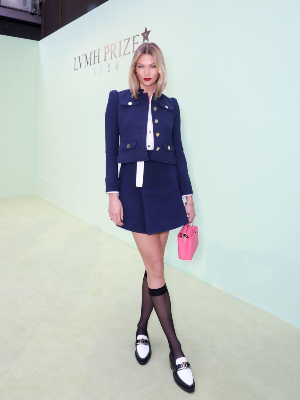 Karlie Kloss con el bolsoCapucines Mini de Louis Vuitton.