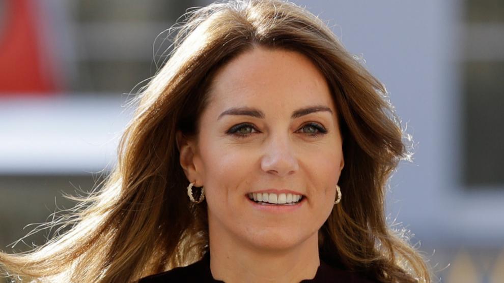 Kate Middleton llama la atención con uno de sus looks en la visita...